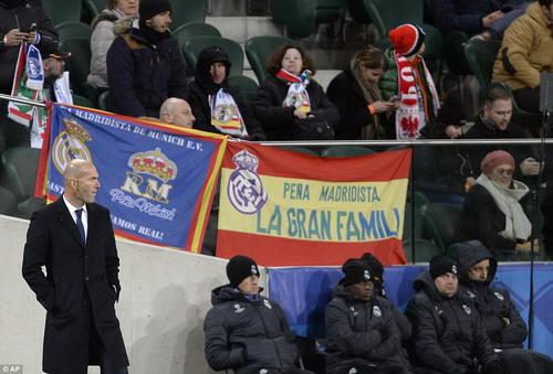 HLV Zidane ưu tư sau trận hòa như thua tại Ba Lan