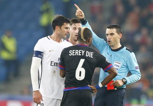 Serey Die nhận thẻ đỏ, Basel sụp đổ