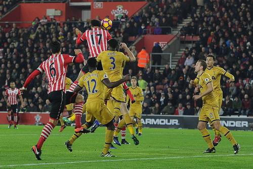 Van Dijk đánh đầu thành bàn, mở tỉ số cho Southampton
