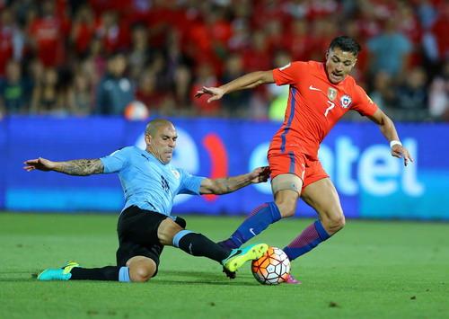Alexis Sanchez đưa Chile vượt lên trước ở hiệp hai...