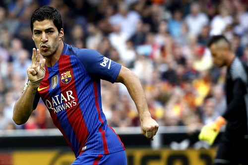 Luis Suarez có bàn thắng gỡ hòa 2-2