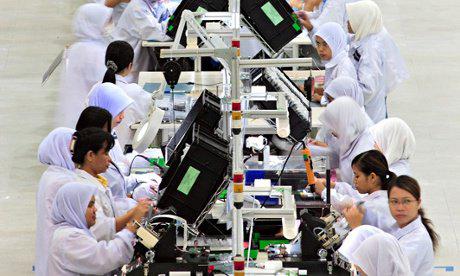 Theo một báo cáo năm 2014, gần 1/3 số người lao động trong ngành điện tử của Malaysia là lao động cưỡng bức Ảnh: Reuters