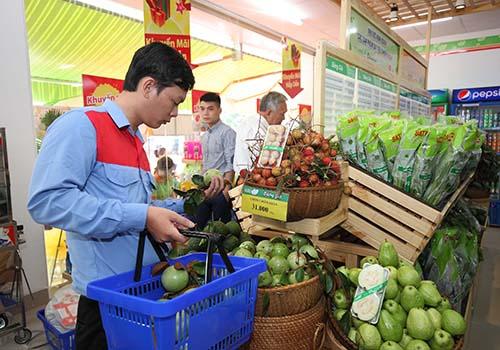 Khu vực kinh doanh các sản phẩm đạt tiêu chuẩn VietGAP trong chuỗi cửa hàng thực phẩm tiện lợi Satrafoods thuộc SATRA Ảnh: SATRA