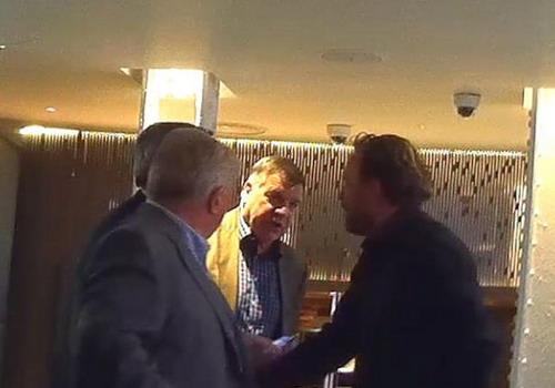 Hình ảnh cuộc gặp của Allardyce bị báo chí Anh tung hê