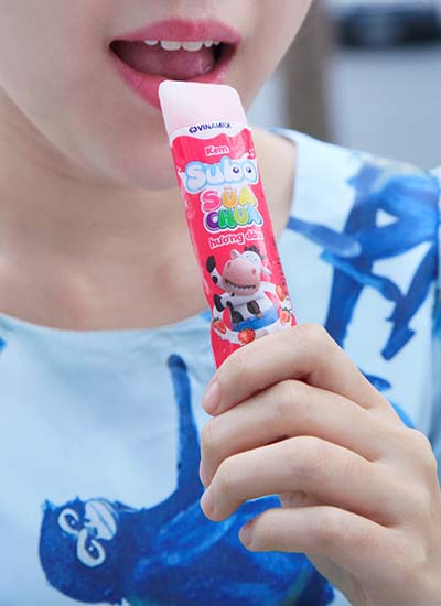 Sữa chua dạng ống làm mê mẩn giới trẻ