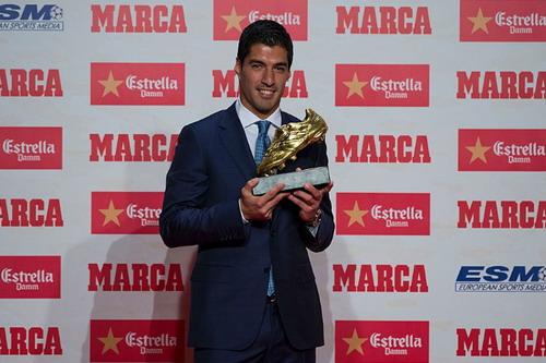 Luis Suarez lần thứ nhì nhận giải Chiếc giày vàng