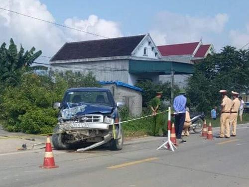 Lực lượng chức năng khám nghiệm hiện trường vụ chủ tịch xã điều khiển ô tô gây tai nạn khiến 2 người tử vong