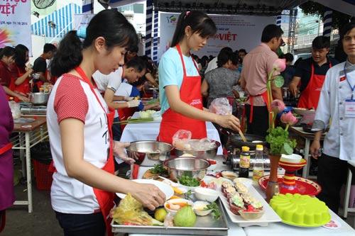 """Hội thi nấu ăn với chủ đề """"Ẩm thực Việt"""" do Nhà Văn hóa Phụ nữ TP HCM tổ chức"""