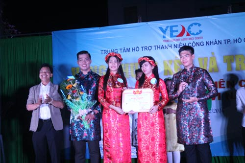 """Các thí sinh tham gia hội thi """"Nét đẹp thanh niên công nhân"""" do Trung tâm Hỗ trợ Thanh niên công nhân TP HCM tổ chức"""