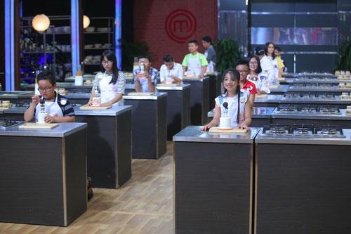 12 thí sinh nhí đã sẵn sàng bước vào thử thách đầu tiên trong gian bếp của Vòng Kitchen - Chiếc hộp bí mật Ảnh: BHD