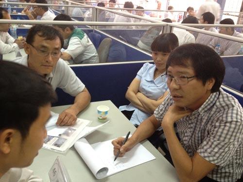 Người lao động của Chương trình EPS về nước tham gia tìm việc tại ngày hội việc làm do Colab tổ chức