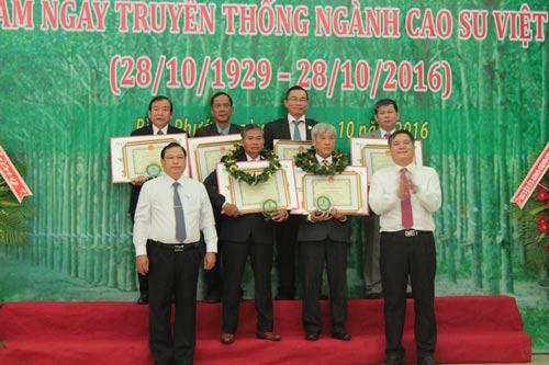 Các cá nhân và tập thể nhận giải thưởng Cao su Việt Nam