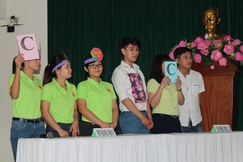 Các đội tham gia phần thi trắc nghiệm kiến thức