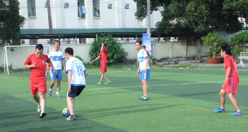 Một trận thi đấu bóng đá tranh Cúp Nhân Văn