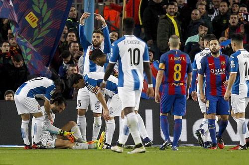 Thủ môn Diego Lopez chấn thương, Espanyol vỡ trận