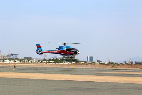 Máy bay trực thăng EC 130 T2 số hiệu đăng ký VN 8632 tại lễ tiếp nhận của Tổng công ty Trực thăng Việt Nam (tức Binh đoàn 18, Bộ Quốc phòng) vào tháng 3-2015 - Ảnh tư liệu: QĐND