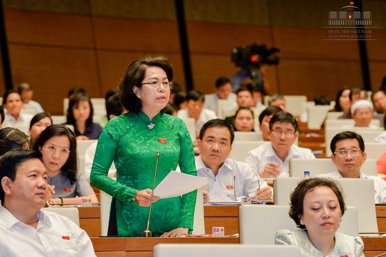B Tô Thị Bích Châu (TPHCM) phát biểu ý kiến trong phiên thảo luận dự án Luật về Hội sáng 25-10 tại hội trường - Ảnh: Quốc hội