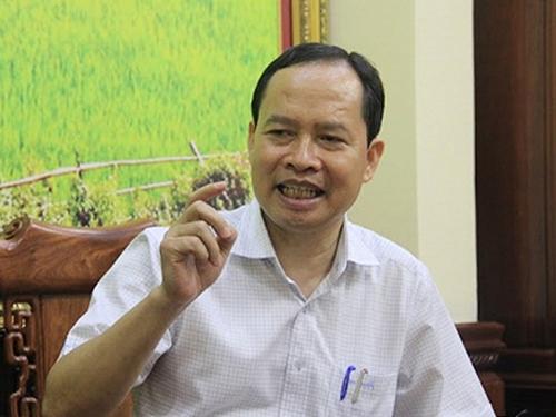 Bí thư Tỉnh ủy Thanh Hóa Trịnh Văn Chiến trả lời báo chí, bác bỏ những thông tin bịa đặt liên quan tới bản thân ông - Ảnh: VTC