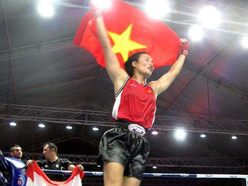 Nguyễn Thị Ngọc vui mừng sau khi giành chiến thắng ở trận chung kết 60-63,5 kg nữ