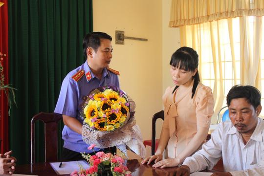 VKSND huyện Nhơn Trạch, tỉnh Đồng Nai phải xin lỗi về việc bà Ngọc tố cáo lực lượng bảo vệ rừng đánh đập chưa được giải quyết thì lại bị bắt oan sau đó