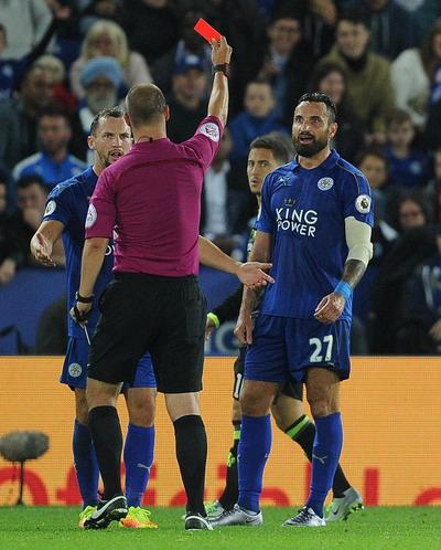 Tấm thẻ đỏ của Wasilewski là bước ngoặt của trận đấu