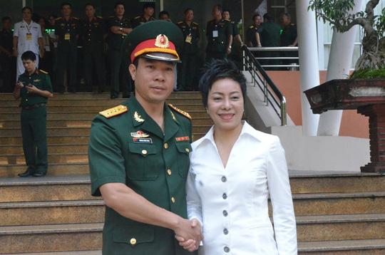 Xạ thủ Hoàng Xuân Vinh và HLV Nguyễn Thị Nhung - Ảnh: Nguyễn Hưởng