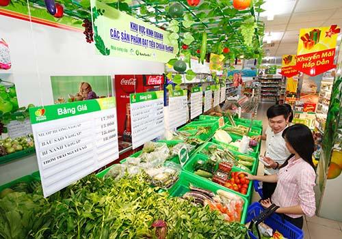Khu vực kinh doanh các sản phẩm đạt tiêu chuẩn VietGAP của cửa hàng thực phẩm tiện lợi Satrafoods Ảnh: SATRA