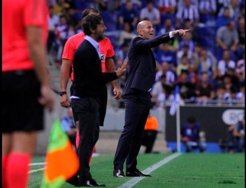 Zidane đối đầu đồng nghiệp Quique Flores ở La Liga