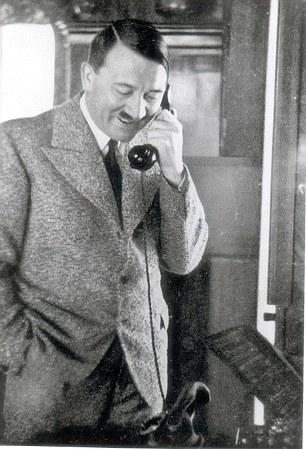 Trùm phát xít người Đức thường sử dụng chiếc điện thoại để ra lệnh. Ảnh: Daily Mail