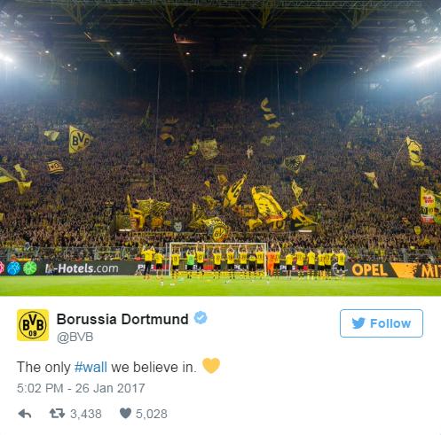 CLB Borussia Dortmund hôm 26-1 thông qua mạng xã hội mỉa mai quyết định xây dựng bức tường của ông Trump. Ảnh: Twitter