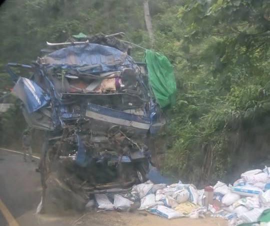 Vụ tai nạn 2 người chết ở Hoà Bình: Nhiều người dân hôi của - Ảnh 2.