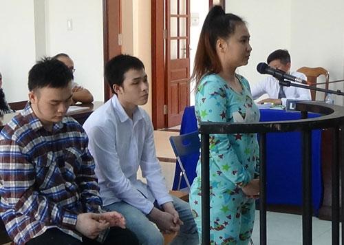 Sơ thẩm lần hai vụ 2 sinh viên thuê người tạt axít bạn học - Ảnh 1.