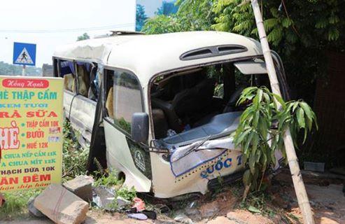 Xe tải va chạm xe khách tại Tam Đảo, 21 người bị thương - Ảnh 1.