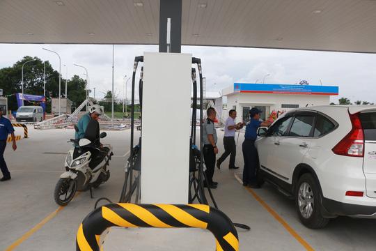 Đăng tin thất thiệt cấm công chức Hà Nội đổ xăng tại trạm xăng Nhật - Ảnh 1.