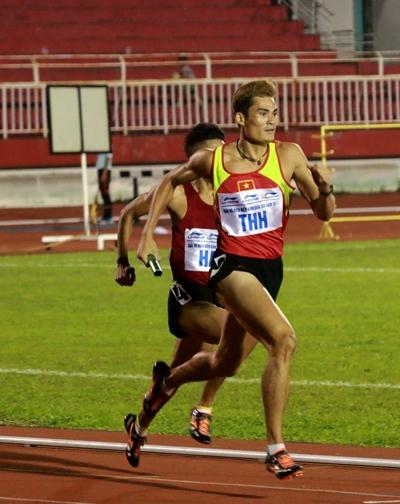 TP HCM phá kỷ lục 4x200 m nữ - Ảnh 1.