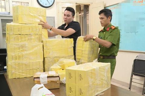 Bắt kẻ buôn bán lượng lớn thuốc ung thư giả 3-5 triệu đồng/hộp - Ảnh 1.