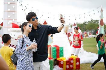 Đại tiệc Giáng sinh Đỉnh - Chất - Tuyệt tại công viên ven sông lớn nhất TP HCM - Ảnh 2.