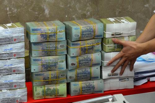 Lo tiền chảy vào kênh nóng - Ảnh 1.
