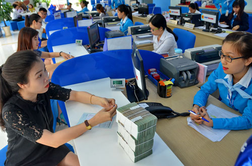 Nhiều ngân hàng đang đẩy mạnh huy động tiền gửi Ảnh: Tấn Thạnh