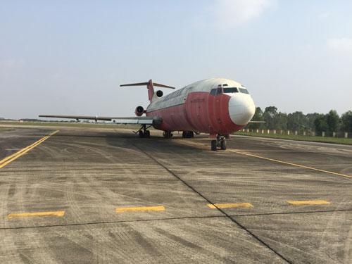 Chiếc Boeing 727-223 bị bỏ tại sân bay quốc tế Nội Bài Ảnh: Linh Nguyễn