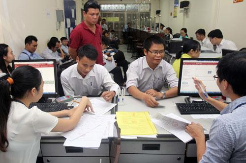 Môi trường kinh doanh cần cải cách quyết liệt hơn nữa. Trong ảnh: Doanh nghiệp làm thủ tục tại Sở Kế hoạch và Đầu tư TP HCM Ảnh: Hoàng Triều
