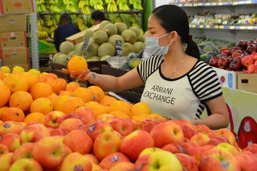 Trái cây ngoại giá rẻ đầy ắp trong các siêu thịẢnh: Tấn Thạnh