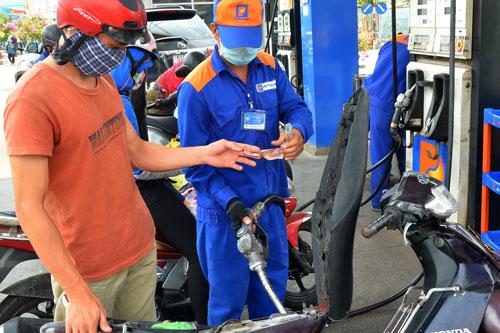 Xăng dầu Hàn Quốc ồ ạt về Việt Nam: Lo thất thu thuế - Ảnh 1.