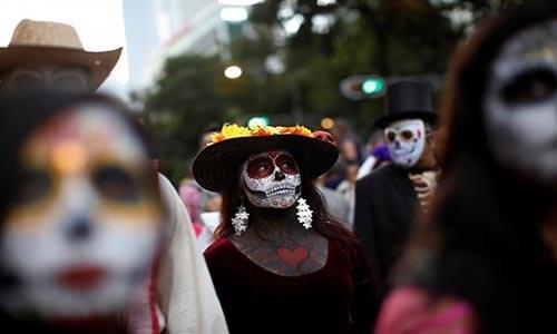 """Kinh dị """"bộ xương"""" diễu hành trong lễ hội người chết ở Mexico - Ảnh 12."""