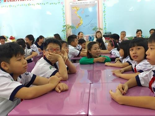Học sinh cùng phụ huynh tham gia giờ học