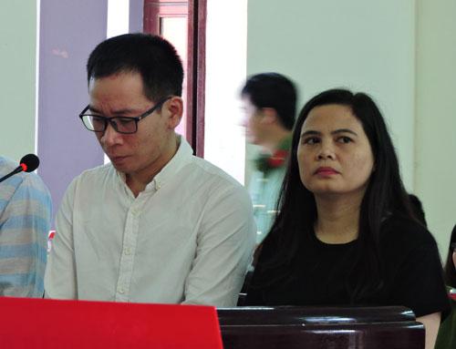 Hoàng Thị Ngọc Lan và Trần Hữu Thịnh tại phiên tòa ngày 16-2