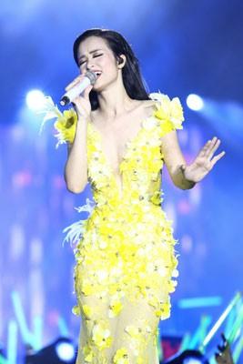 Nữ ca sĩ nào sẽ giành được giải Mai Vàng 2017? - Ảnh 2.