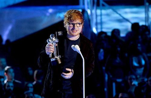 Ed Sheeran - nghệ sĩ đầu tiên nhận giải Moon Person MTV VMAs 2017 - Ảnh 1.