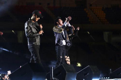 Basik song ca cùng Noo Phước Thịnh tại Liên hoan Ca khúc châu Á 2016
