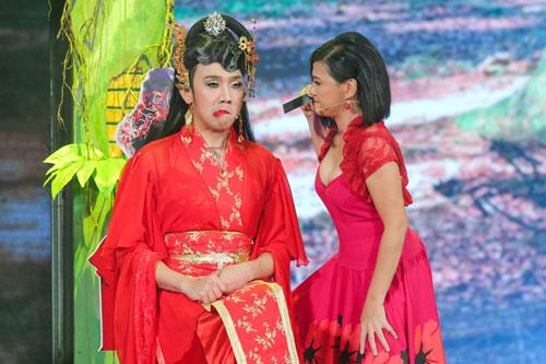 Hiện tượng diễn viên nam giả gái khá phổ biến trong các game show hài trên sóng truyền hình. (Ảnh do một chương trình game show cung cấp)